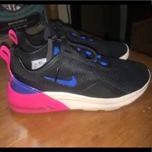 Nike Air Max Motion 2 Sneakers.Size 7.5. Wore once